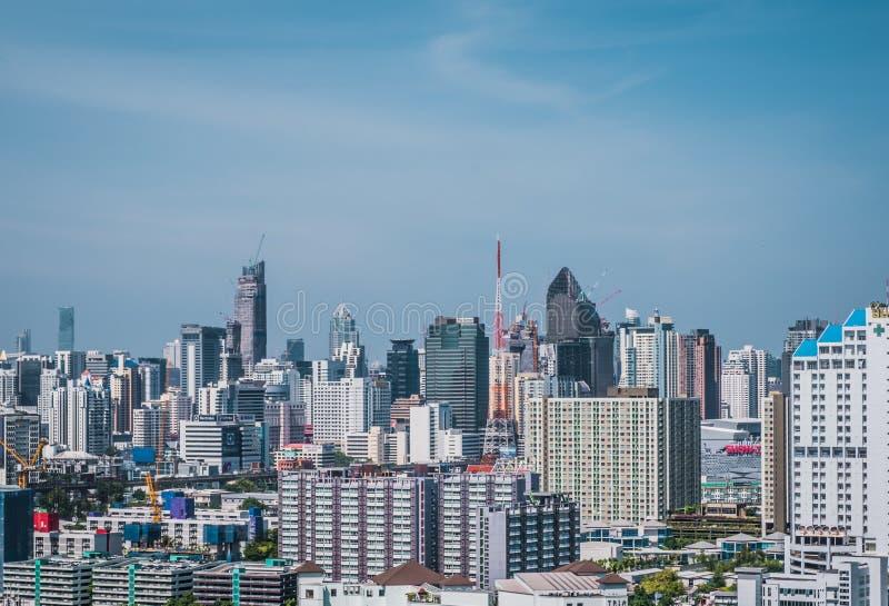 Vista di paesaggio urbano della costruzione moderna di affari dell'ufficio di Bangkok Costruzione a Bangkok, Tailandia fotografie stock