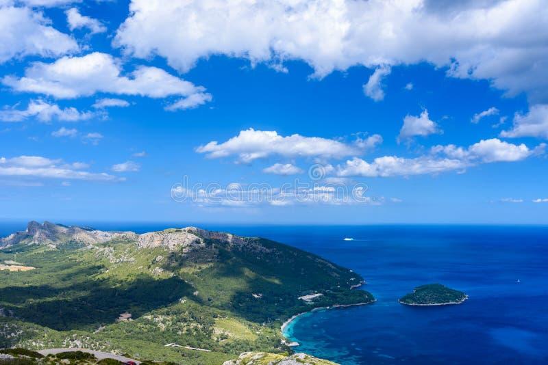 Vista di panorama del cappuccio de Formentor - costa selvaggia di Mallorca, Spagna immagine stock libera da diritti