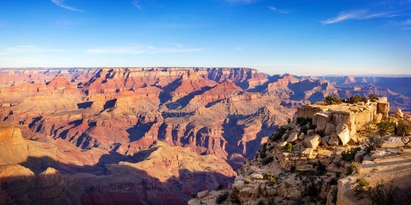 Vista di panorama del parco di nazione del Grand Canyon un giorno soleggiato fotografia stock