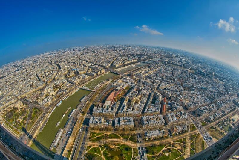 vista di panorama dell'Pesce-occhio dalla torre Eiffel a Parigi immagini stock