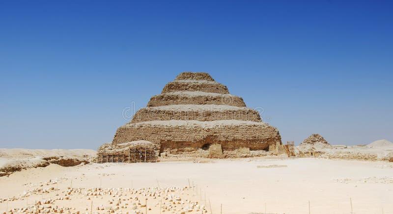 Vista di panorama della piramide di Saqqara, Egitto immagine stock libera da diritti