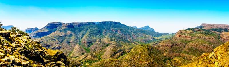 Vista di panorama delle montagne nel canyon del fiume di Blyde lungo l'itinerario di panorama immagine stock libera da diritti