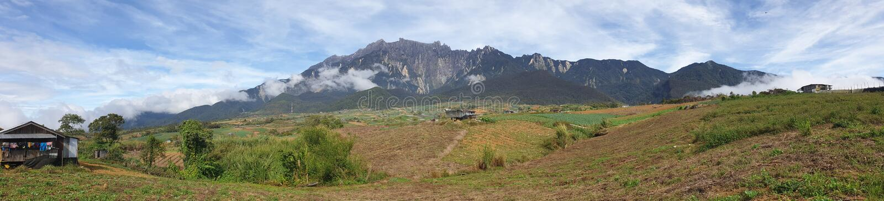 Vista di panorama di mattina del Monte Kinabalu, Kampung Mesilou, Kundasang, Sabah, Malesia immagine stock libera da diritti