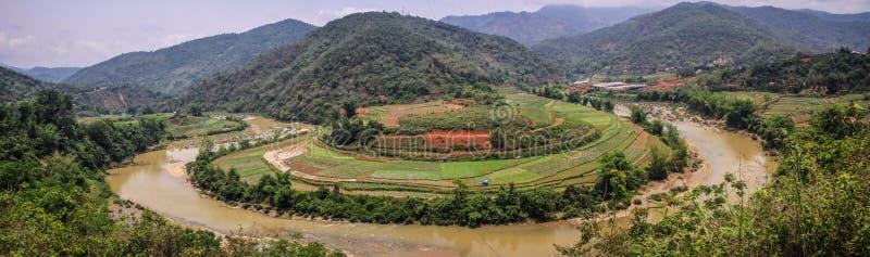 Vista di panorama sulle montagne intorno provincia a Cao Bang, Cao Bang, vietnam del nord fotografia stock libera da diritti