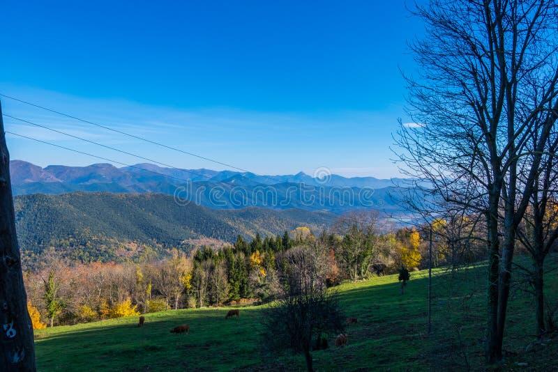 Vista di Pirenei in autunno fotografie stock libere da diritti