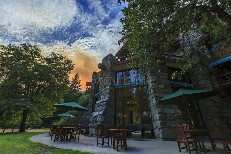 Vista di pomeriggio dell'hotel storico famoso di Ahwahnee immagini stock libere da diritti