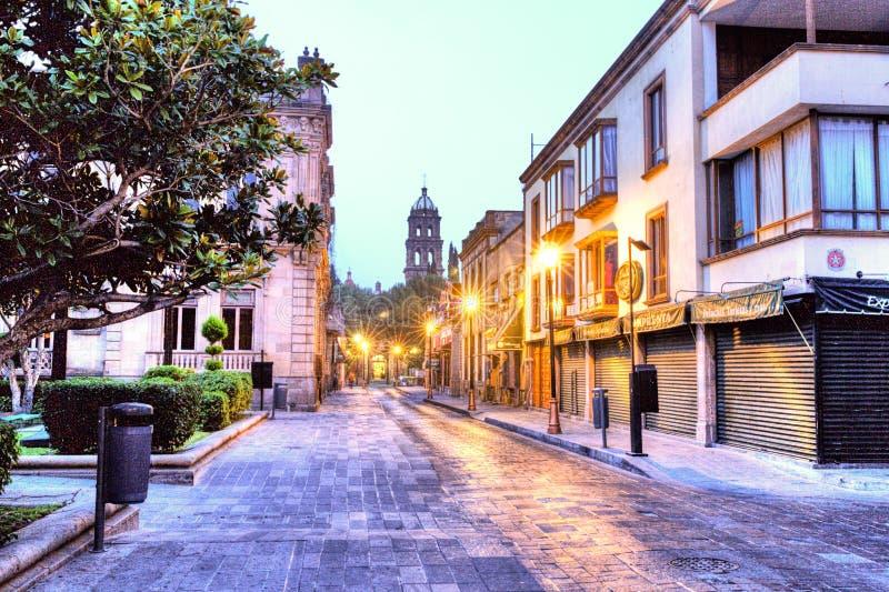 Vista di primo mattino delle vie di San Luis Potosi, Messico fotografia stock libera da diritti