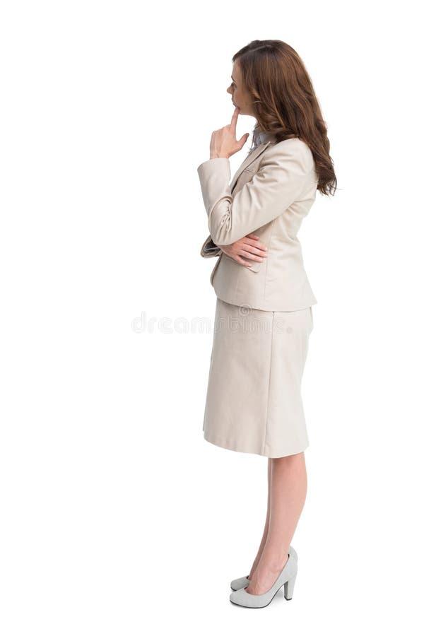 Vista di profilo della condizione dubbiosa della donna di affari fotografia stock libera da diritti