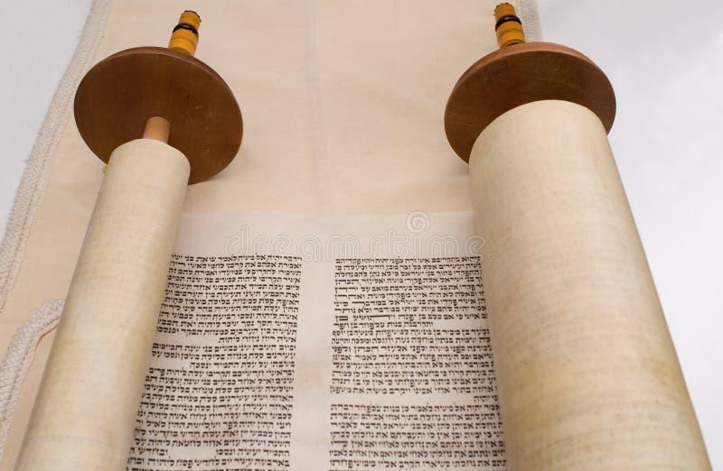 Vista di prospettiva del rotolo di Torah fotografia stock libera da diritti