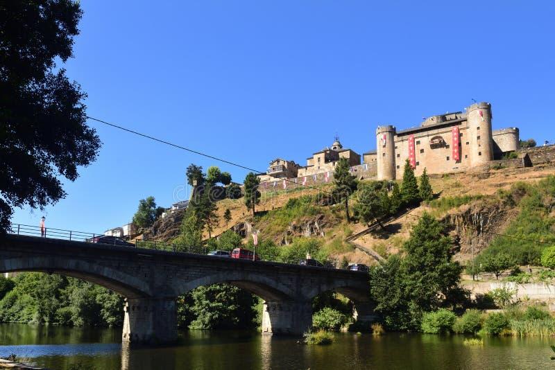 Vista di Puebla de Sanabria, provincia di Zamora, Castiglia-Leon, Spai immagini stock libere da diritti