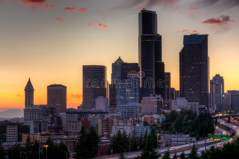 Vista di Puget Sound con i cieli blu e Seattle del centro, Washington, U.S.A. fotografie stock