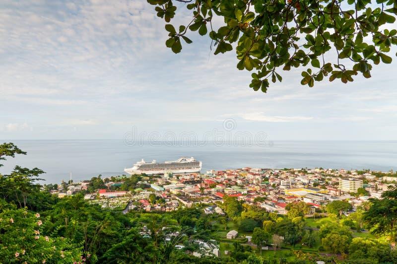 Vista di Roseau, capitale della Dominica immagini stock