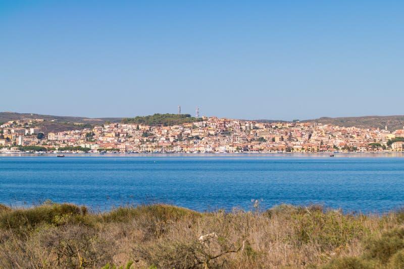 """Vista di Sant """"Antioco, Sardegna, Italia immagine stock libera da diritti"""