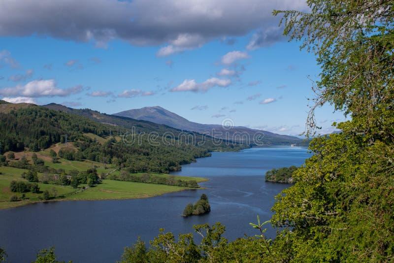 Vista di Scottish Loch Tummel fotografie stock libere da diritti
