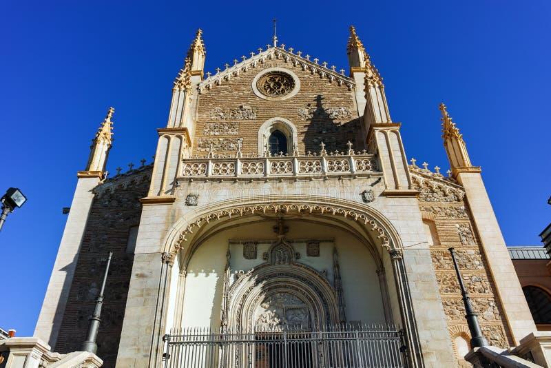 Vista di stupore della chiesa di San Jeronimo el Rea in città di Madrid fotografie stock