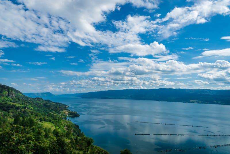 Vista di Toba del lago - paesaggio in Tuktuk, Sumattra del nord, Indonesia fotografia stock