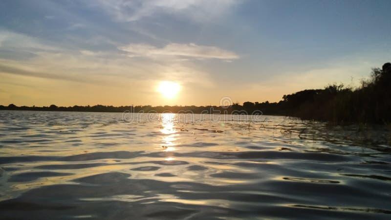 Vista di tramonto al ambalkulam del lago a kilinochchi in Sri Lanka immagine stock libera da diritti