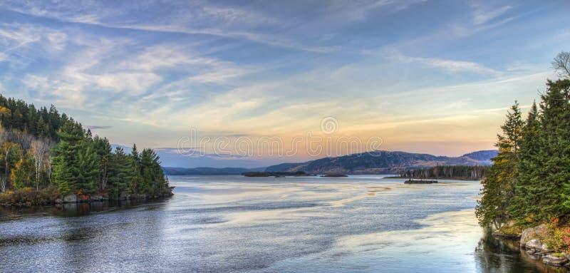 Vista di tramonto dal fiume fotografia stock