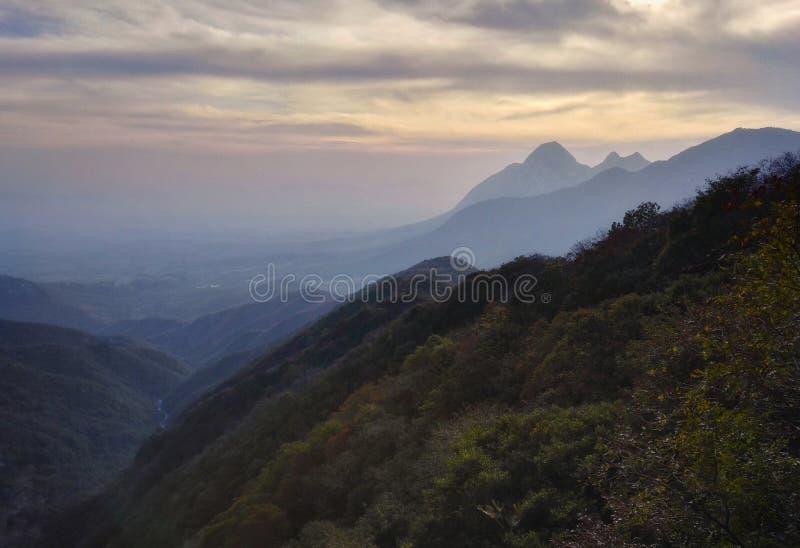Vista 3 di tramonto del Monte Song immagine stock libera da diritti