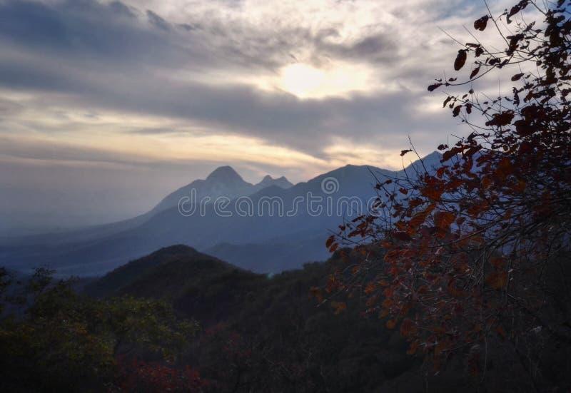 Vista 4 di tramonto del Monte Song fotografia stock