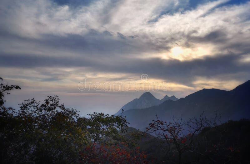 Vista 5 di tramonto del Monte Song immagini stock