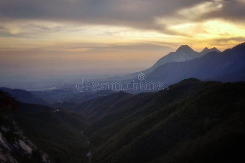 Vista 8 di tramonto del Monte Song fotografie stock libere da diritti