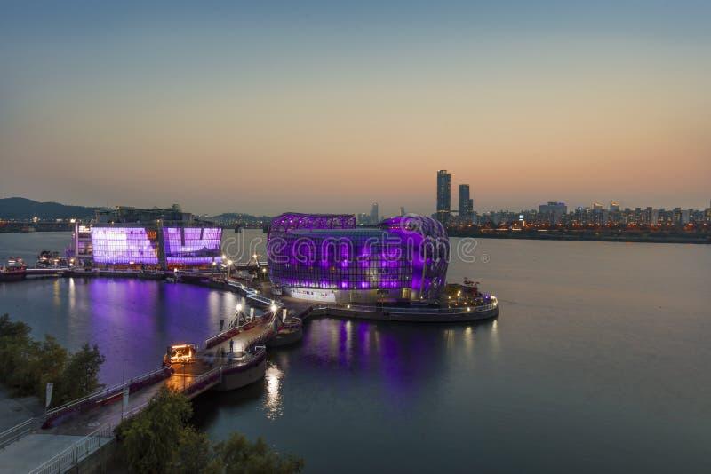 Vista di tramonto dell'isola artificiale del parco di banpo della città di Seoul situata in Han River, fotografia stock libera da diritti