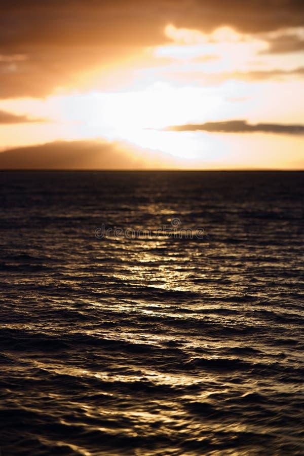 Vista di tramonto dell'oceano immagini stock libere da diritti