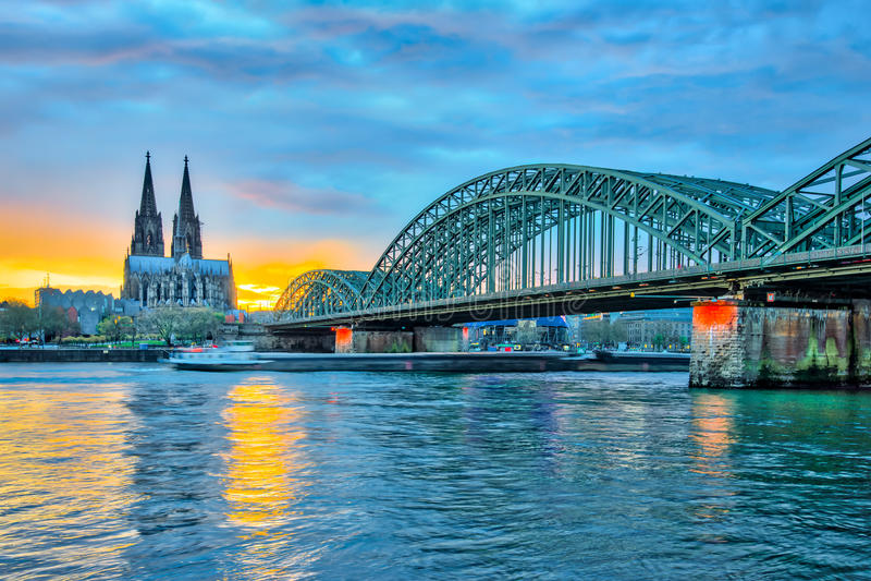 Vista di tramonto della cattedrale in Colonia, Germania di Colonia immagini stock libere da diritti
