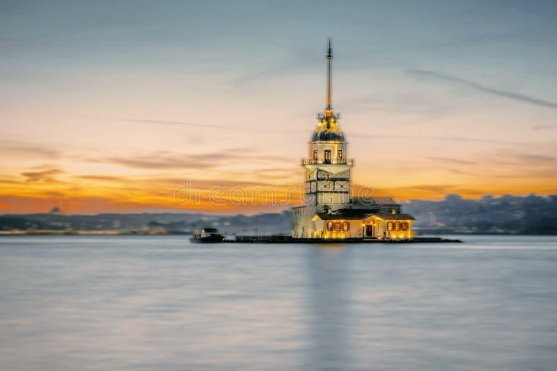 Vista di tramonto della torre nubile, medievale sopra Bosphorus, Turchia immagine stock