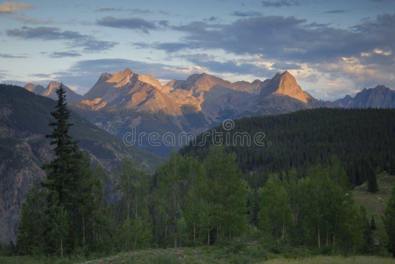 Vista di tramonto in montagne di San Juan in Colorado immagini stock