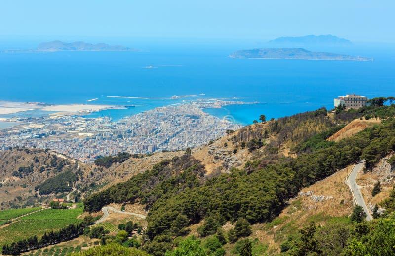 Vista di Trapani da Erice, Sicilia, Italia fotografia stock