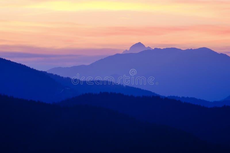 Vista di Triglav al tramonto fotografie stock libere da diritti