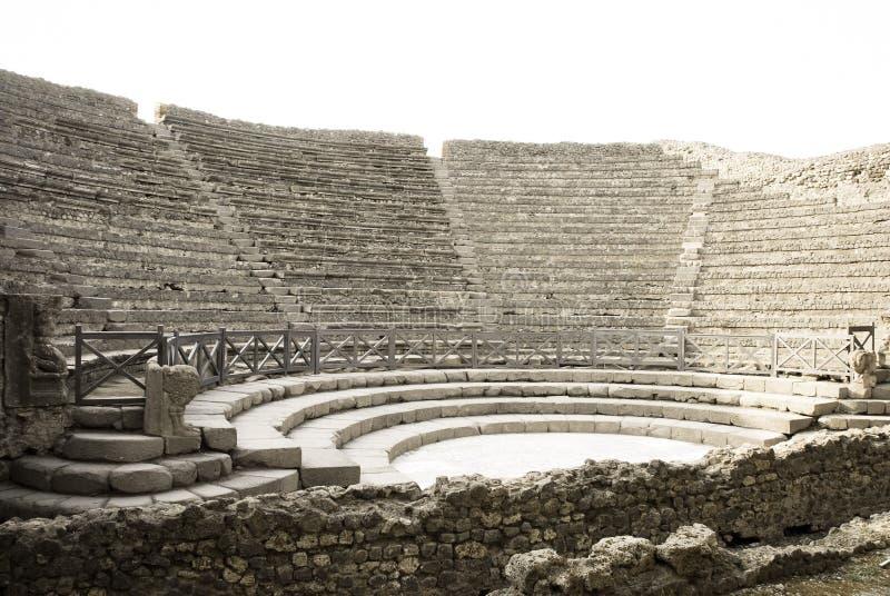 Vista di un anfiteatro romano antico immagini stock libere da diritti