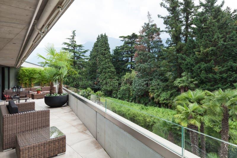 Vista di un balcone moderno immagine stock