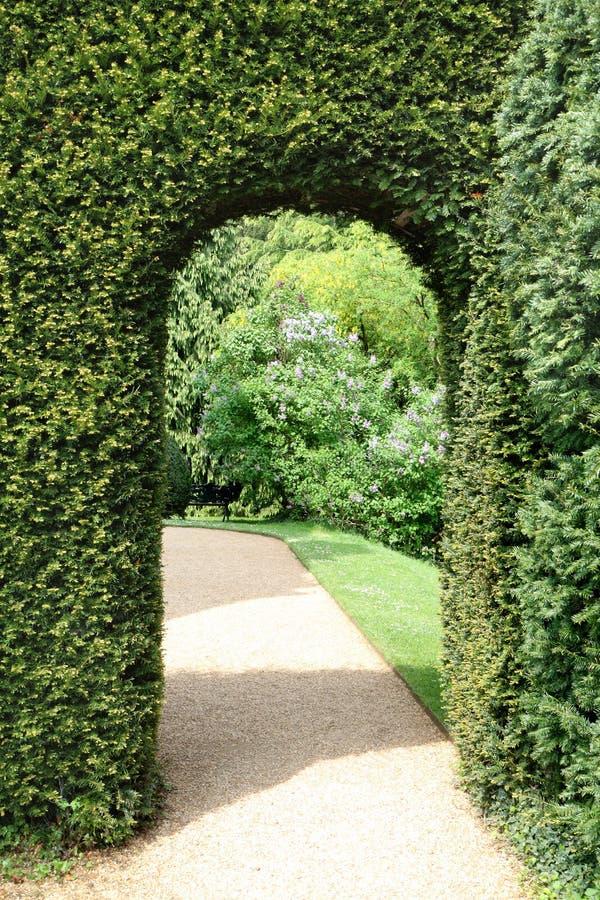 Vista di un giardino inglese della proprietà terriera immagine stock libera da diritti