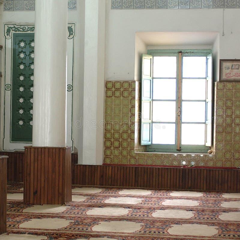 Vista di un interno della moschea immagine stock