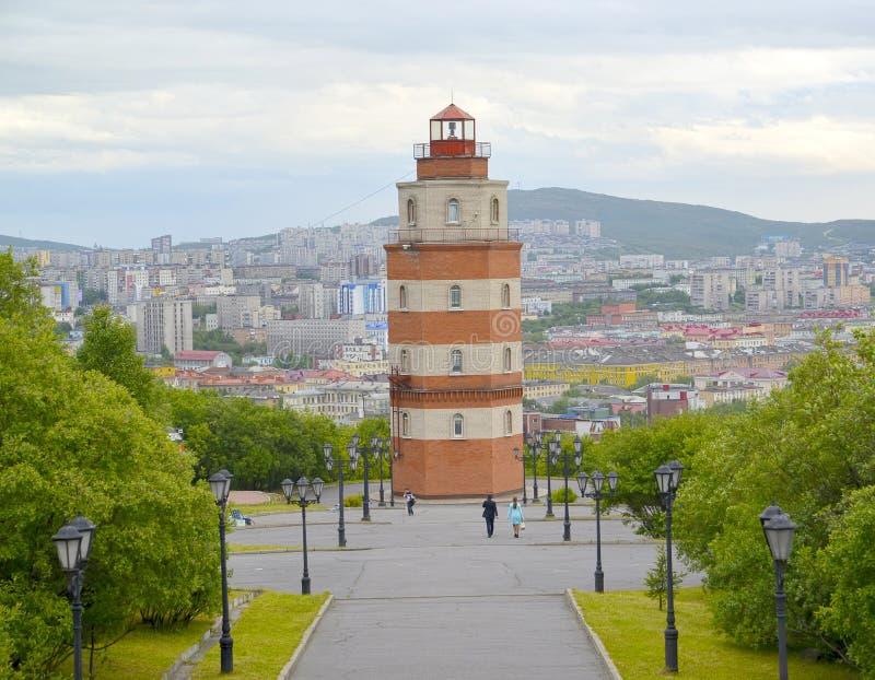 Vista di un memoriale in memoria dei marinai che sono stati persi in un tempo di pace murmansk immagini stock libere da diritti