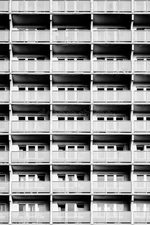 Vista di una costruzione di appartamento fotografie stock libere da diritti