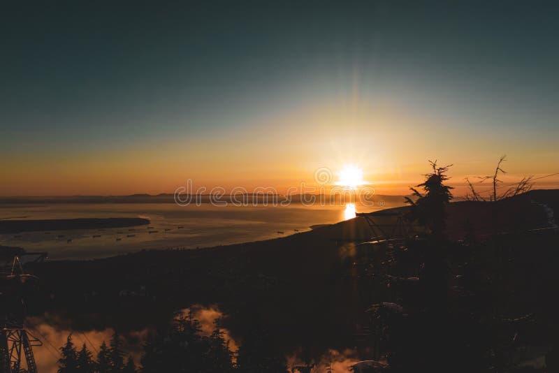 Vista di Vancouver dalla montagna di urogallo a Vancouver del nord, BC, il Canada fotografie stock libere da diritti