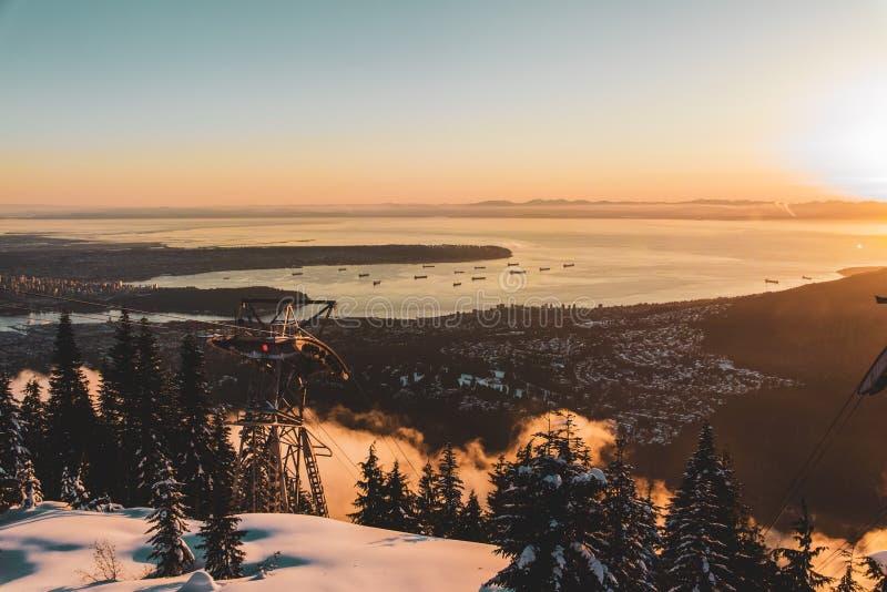 Vista di Vancouver dalla montagna di urogallo a Vancouver del nord, BC, il Canada fotografia stock