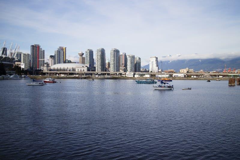 Vista di Vancouver del centro da False Creek fotografie stock libere da diritti