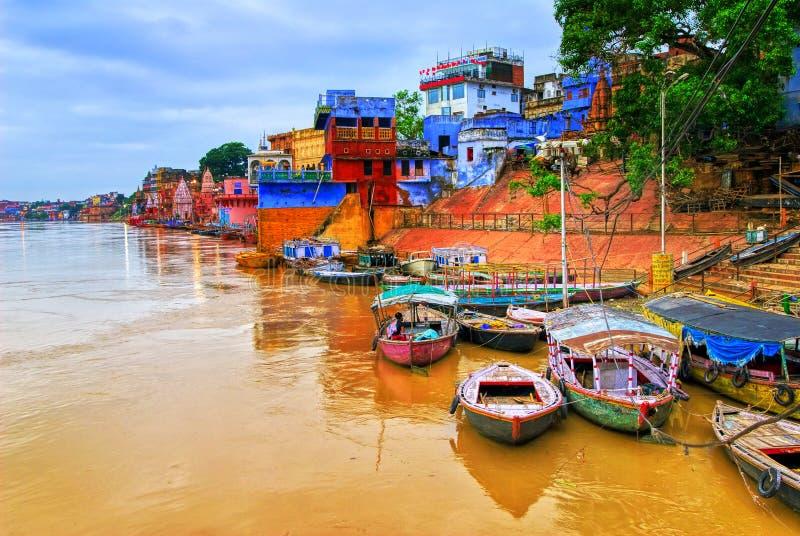 Vista di Varanasi sul fiume Gange, India fotografia stock