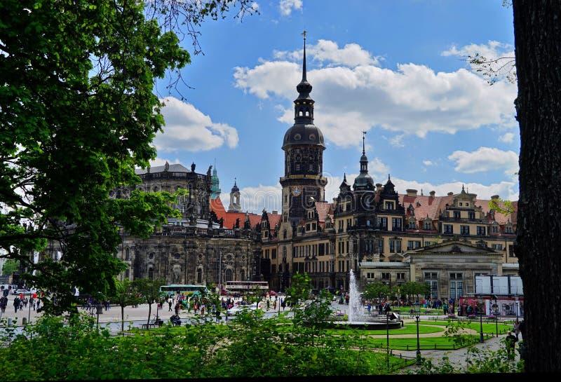 Vista di vecchia città di Dresda con cielo blu immagine stock libera da diritti