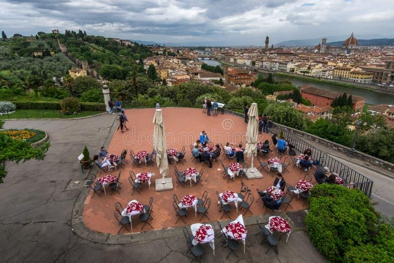 Vista di vecchia città di Firenze da una vista dell'occhio del ` s dell'uccello L'Italia fotografia stock