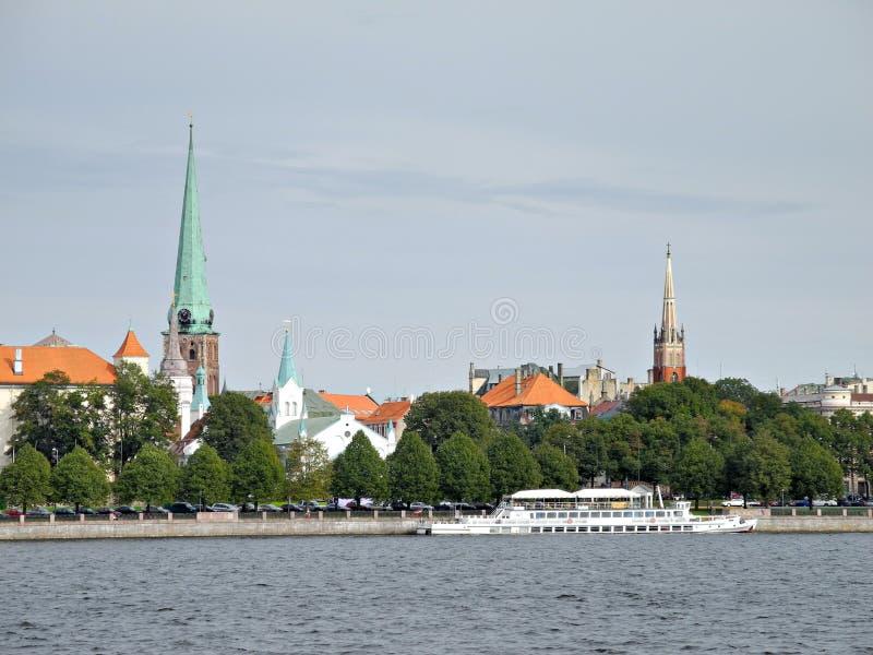 Vista di vecchia Riga, la parte antica di Riga fotografie stock libere da diritti