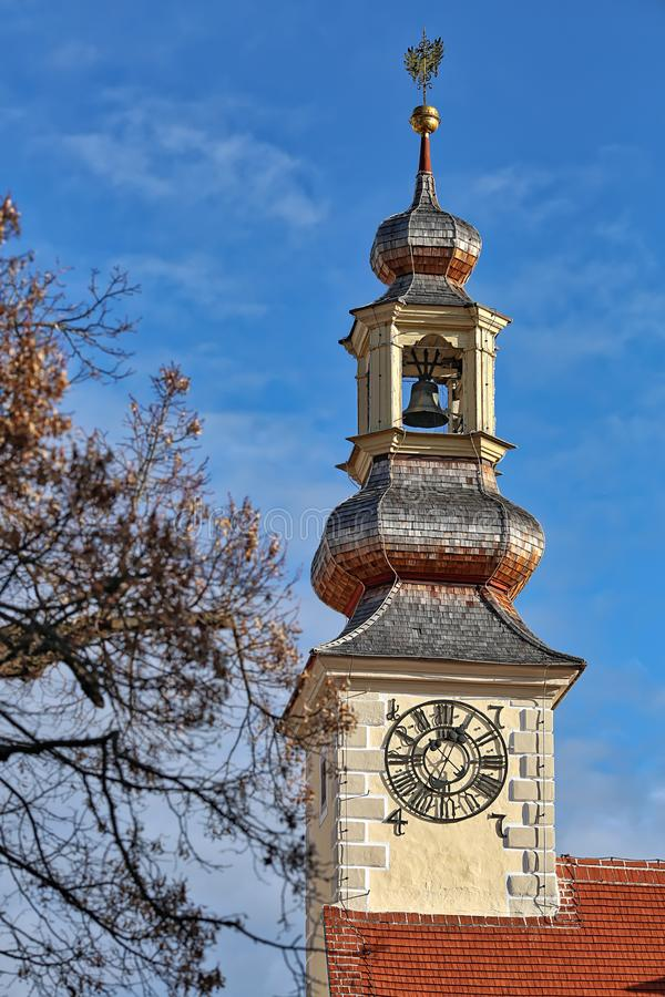 Vista di vecchia torre di municipio Città di Moedling, Niederösterreich, Europa immagine stock