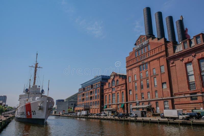 Vista di vecchie costruzioni nel porto di Baltimora fotografia stock libera da diritti
