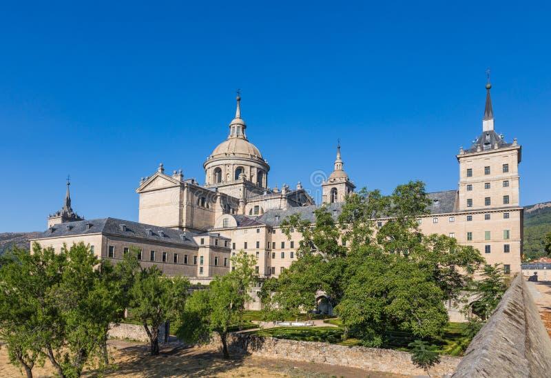 Vista di vecchio monastero di San Lorenzo de El Escorial dal giardino, Spagna fotografie stock libere da diritti