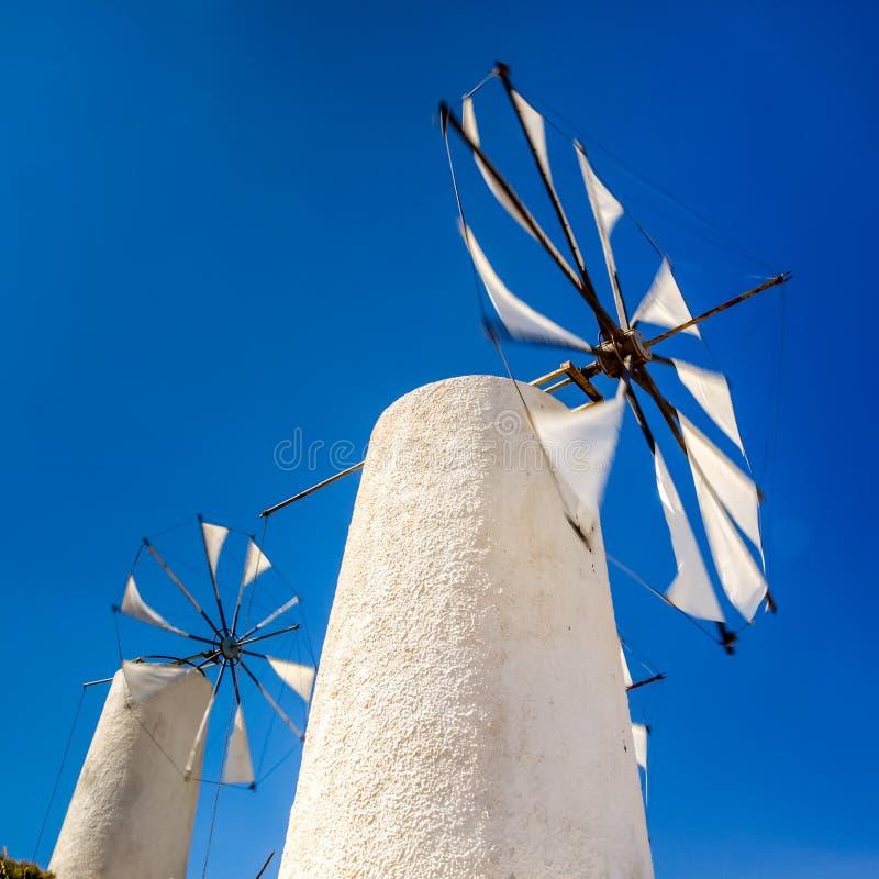 Vista di vecchio mulino in Creta vicino al plateau di Lasithi fotografie stock libere da diritti